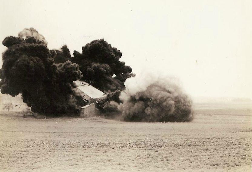 Minas M-5 antitanques britânicas foram usadas para explodir caixas de comprimidos alemães. Cerca de 180 kg de TNT foram detonados.