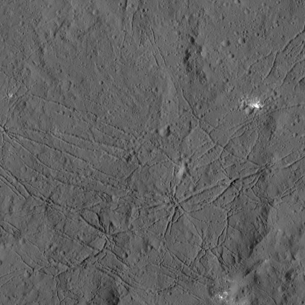 https://i0.wp.com/hypescience.com/wp-content/uploads/2016/01/cratera-pontos-brilhantes-ceres-2.jpg