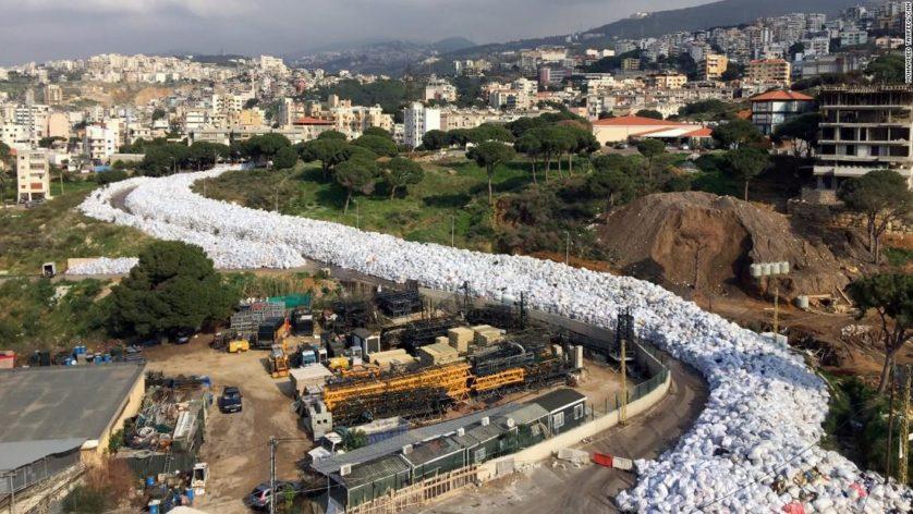 rio de lixo libano