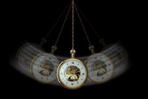 Qu'est-ce que l'Hypnose ? La montre à gousset est l'un des clichés de l'hypnose, comme le regard effrayant de l'hypnotiseur.