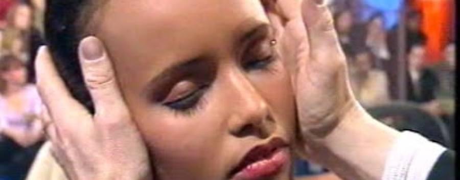 Sonia Rolland hypnotisée par Jean-Charles Dupet