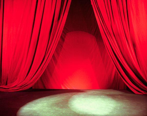 roter vorhang Bühnenhypnose showhynose