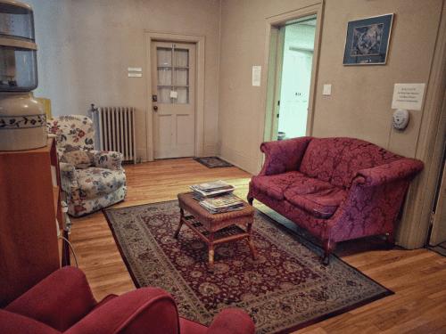 Paul Norrish | Hypnosis Toronto - Waiting Room