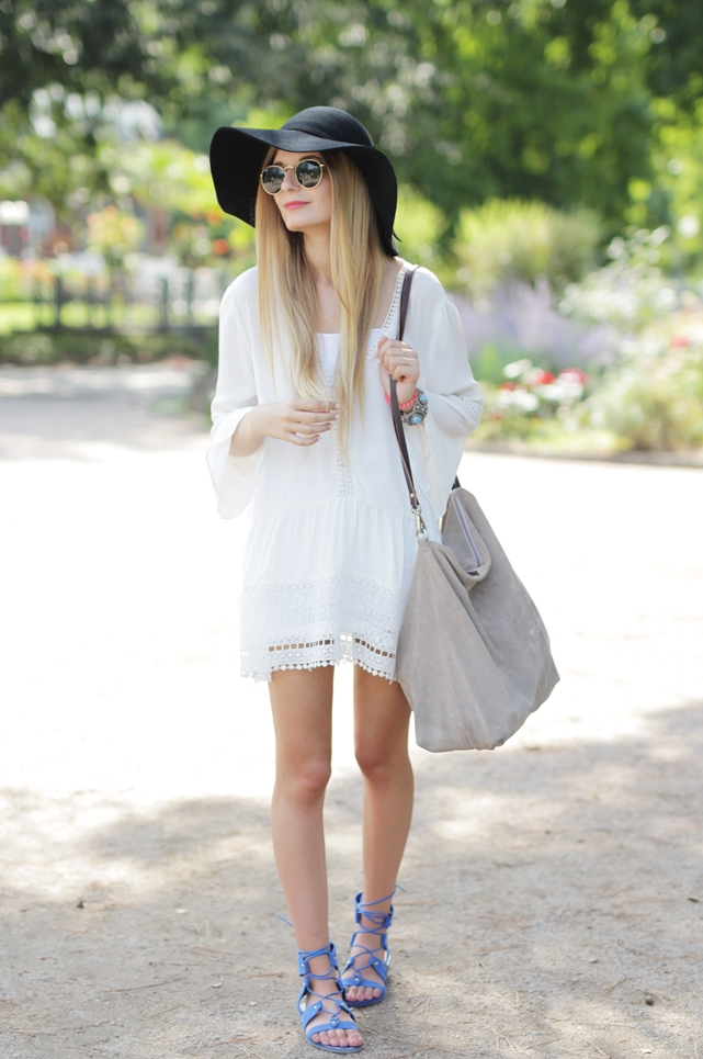 White Dress & Gladiator Sandalen 2