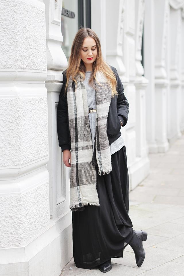 Auf dem deutschen Modeblog gibt's eine Herbstoutfit Kombination mit Rock. Der German Fashion Blog shows a Streetstyle with a Maxi Skirt.