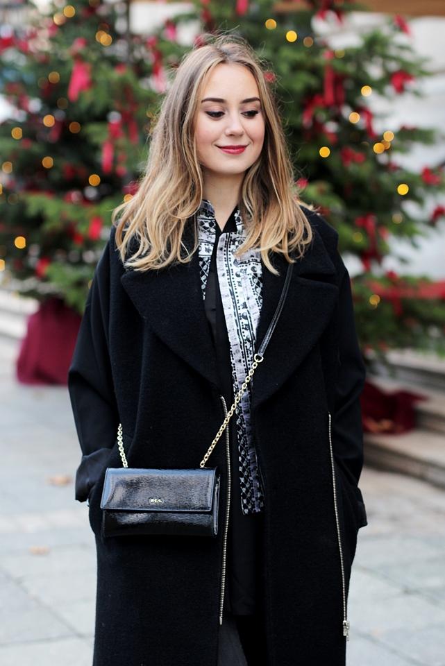 Auf dem deutschen Modeblog aus Frankfurt gibt Streetstyles und Winter Looks. German Fashion Blogger Helena zeigt in einem Winteroutfit, wie sie einen langen Mantel kombiniert. 4