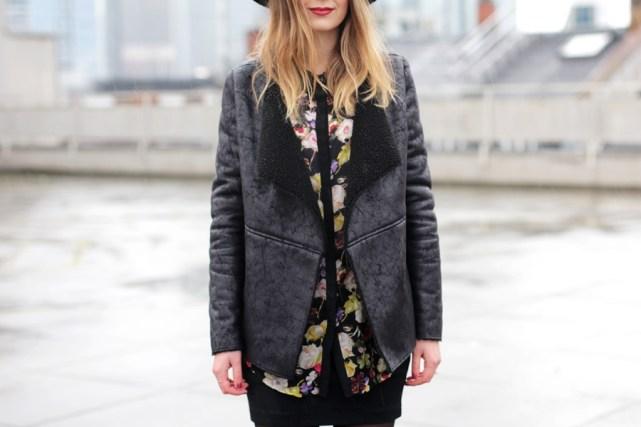 Outfit mit Wasserfelljacke-Lederjacke-Modeblog aus Deutschland
