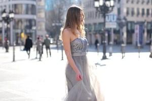 Modeblog Deutschland/ fashion blog germany mit Abiballkeid/ Abendkleid/ maxi dress/ schulterfreies Kleid/ Brautjungfernkleid. Outfit und Streetstyle Frankfurt.