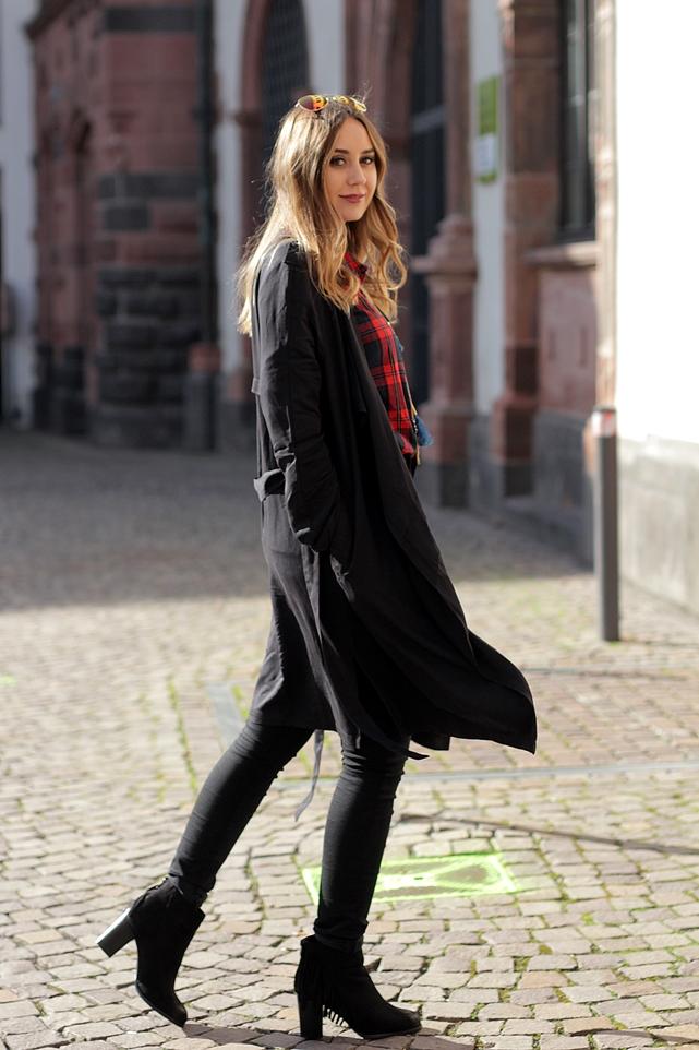 Herbstoutfit auf Modeblog Deutschland/ German fashion blog mit Kairohemd und Mantel
