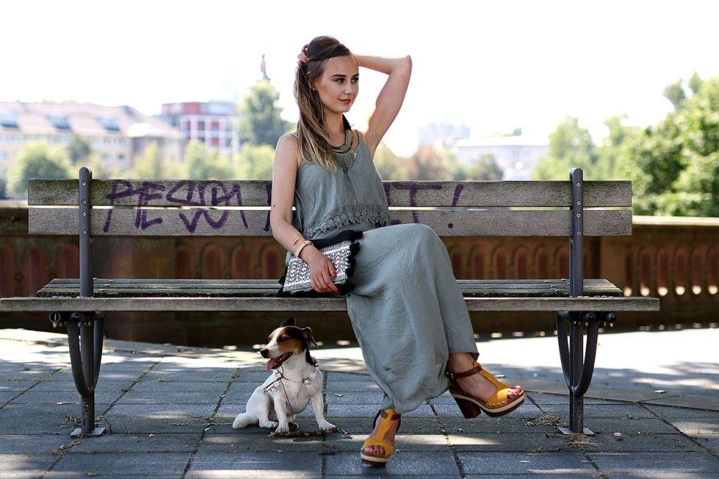 Modeblog-German-Fashion-Blog-Outfit-Maxikleid-Clutch-4