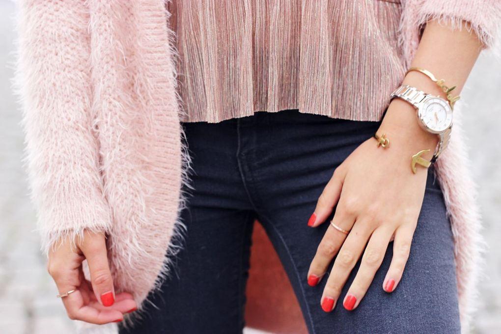 Modeblog-German-Fashion-Blog-Outfit-Rosa-Cardingan-Jeans-Look-15