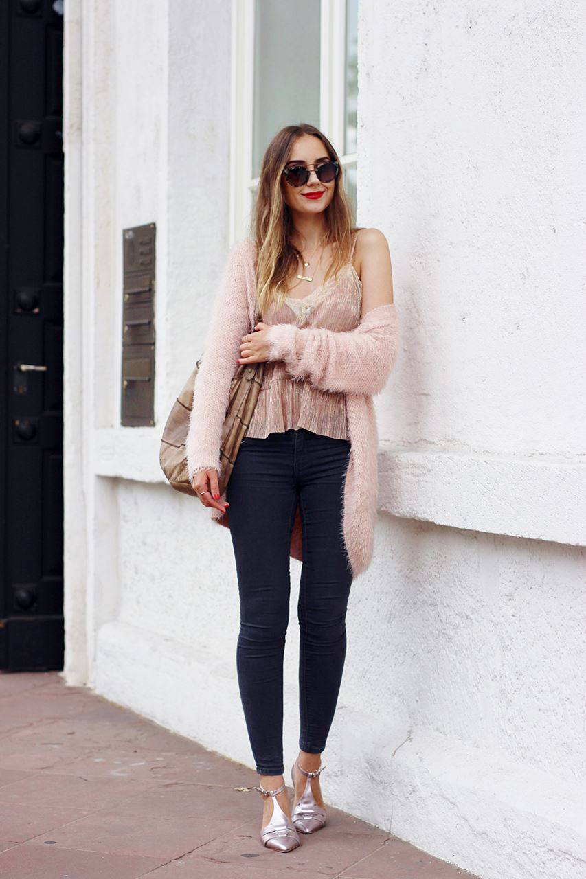 Modeblog-German-Fashion-Blog-Outfit-Rosa-Cardingan-Jeans-Look-3
