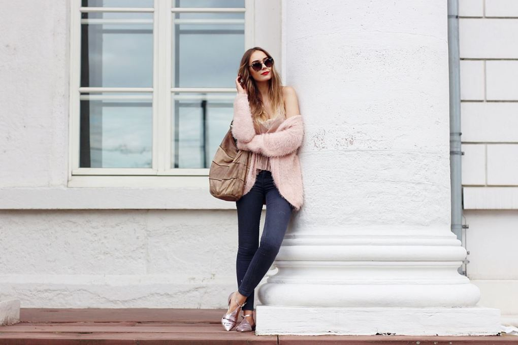Modeblog-German-Fashion-Blog-Outfit-Rosa-Cardingan-Jeans-Look-5