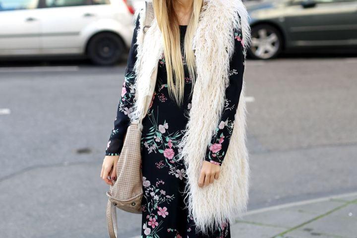Auf ihrem Modeblog zeigt Laura einen Herbst Look, bestehend aus Maxi-Kleid und Fake Fur Weste.
