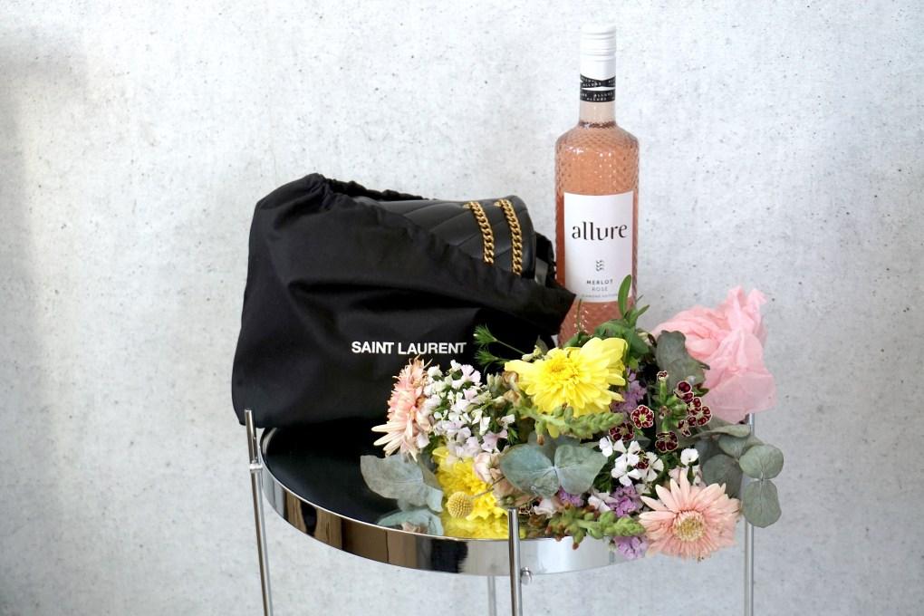 Geburtstagsgeschenk: Yves Saint Laurent LouLou Small Tasche, Allure Rosewein, Blumen von Blume 2000