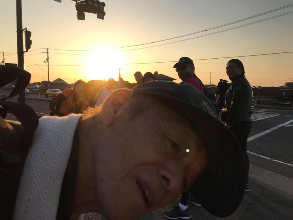 米湊交差点「愛媛チャリティ100km歩くぞなもし」100kmウォーキングに参加しました