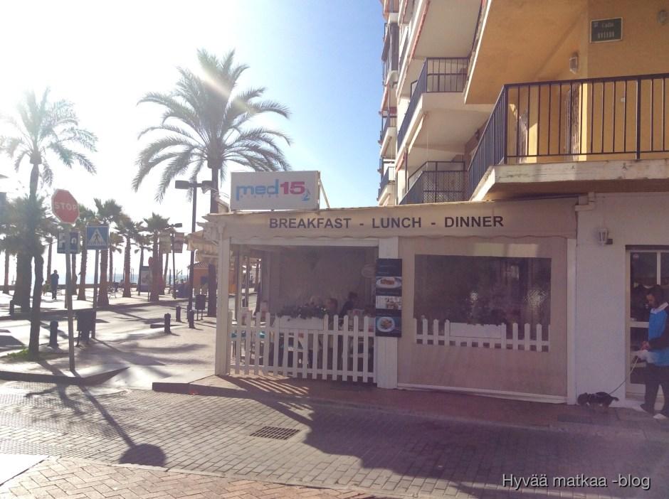 Med15 ravintolassa Paseo Maritimolla nautimme raikkaita välimerellisiä tapaksia