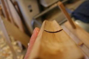 Sålen på staffhøvelen. Ein ser at tanna ikkje går heilt ut i hjørnet til venstre. Dette hjørnet kan fungere som djupnestopp under høvlinga. Foto: Rune Hoflundsengen