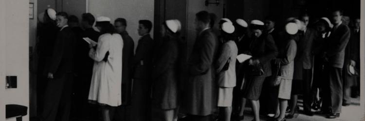 Opiskelijat jonottavat yliopistolla vuonna 1947