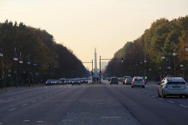 vue siegesäule depuis rue 17 juin berlin