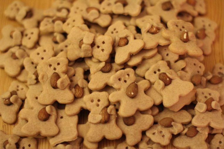 nut hugging bear cookies