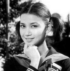 そして、生まれは東京都港区西麻布となっていて、生まれも育ちも日本ということになるそうです。 さらに、デヴィ夫人