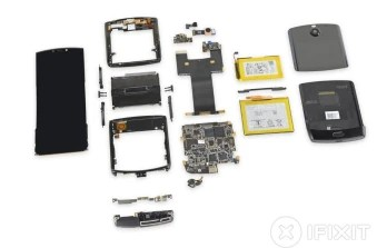 The disassembled Motorola Razr - iFixit tears down the Motorola Razr, gives it the worst possible score for repairability