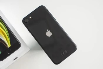The Apple iPhone SE (2020) - The iPhone 11 & iPhone SE outsold every other smartphone last quarter