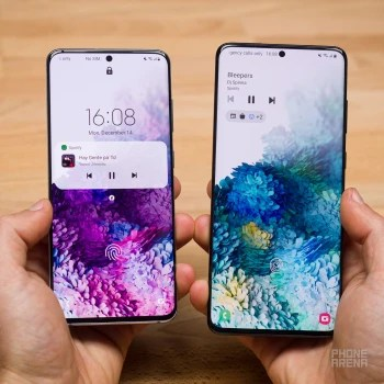 One UI 3.0 on the left, One UI 2.5 on the right - Samsung One UI 3.0 review