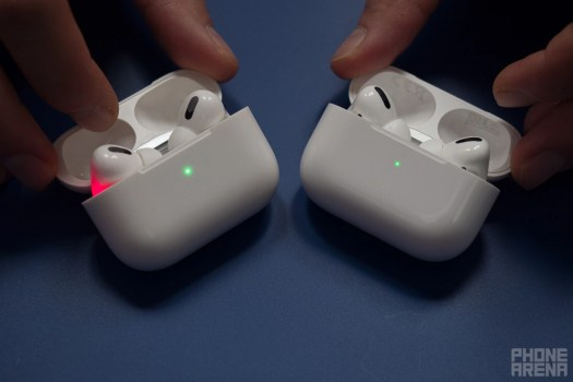 Left - fake, right - real - Real AirPods Pro vs fake AirPods Pro: differences, how to spot them, quality comparison