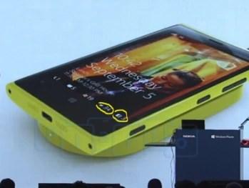 Windows Phone 8 lockscreen gets 3rd party notifications