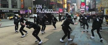 Samsung keeps on teasing the Galaxy S IV: mob spats invade Times Square (video)