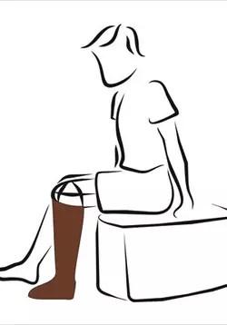 la patiente marche désormais avec des prothèses.