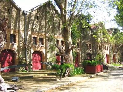 les chais de la rue de thorins à bercy village
