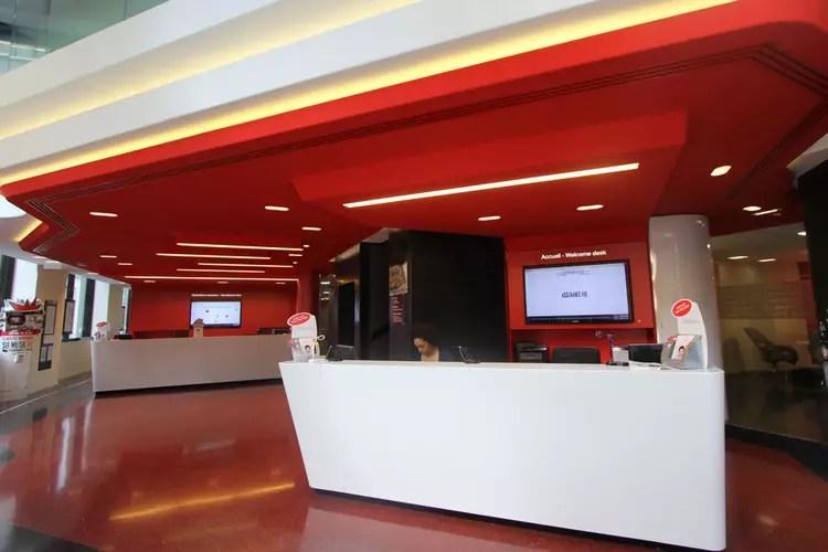 Deux espaces daccueil pour lagence des ChampsElyses  Agence bancaire  design dhier