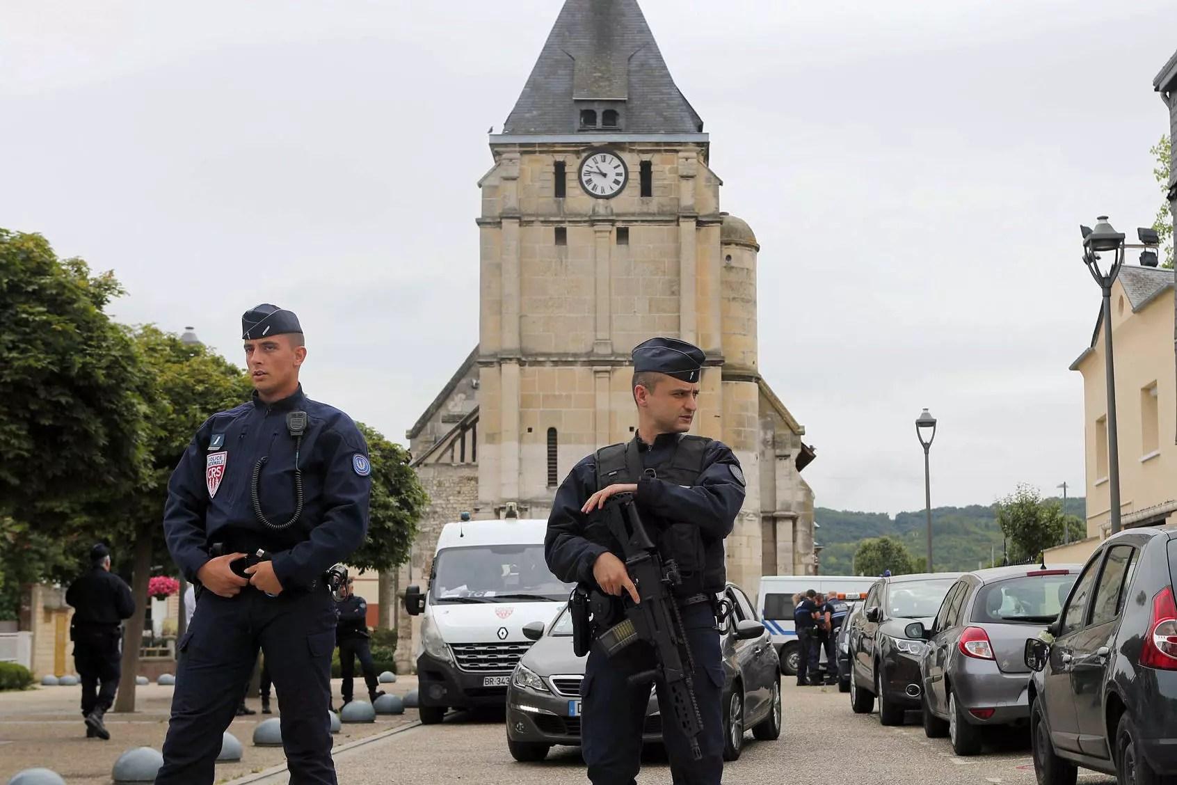 Abdel Malik P. et Adel Kermiche : les deux terroristes de Saint-Etienne-du-Rouvray auraient été identifiés