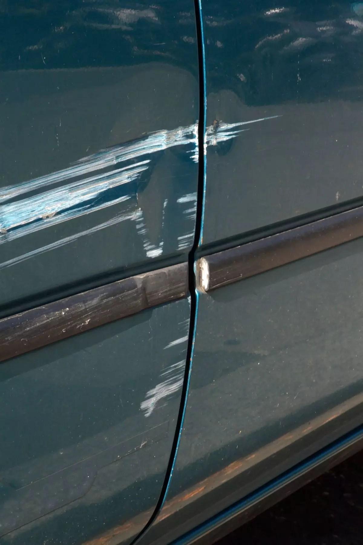 Comment enlever une trace de peinture ou une rayure sur une carrosserie