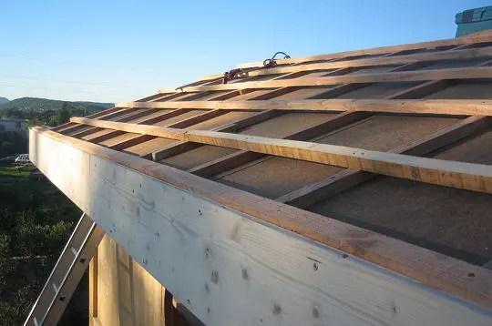 La pose des liteaux  Comment Pascal a construit sa maison bioclimatique en bois  Linternaute
