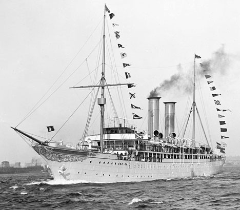 first cruise ship 1900