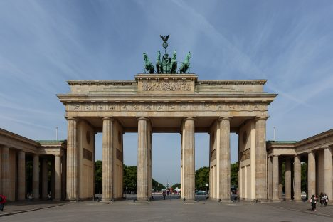 Germanys Stereotype Tourist Photos Berlin, Brandenburg Gate. Photo taken by Pierre-Selim Huard (CC BY 4.0)