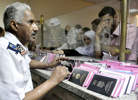 Egyptians at border checkpoint Gaza