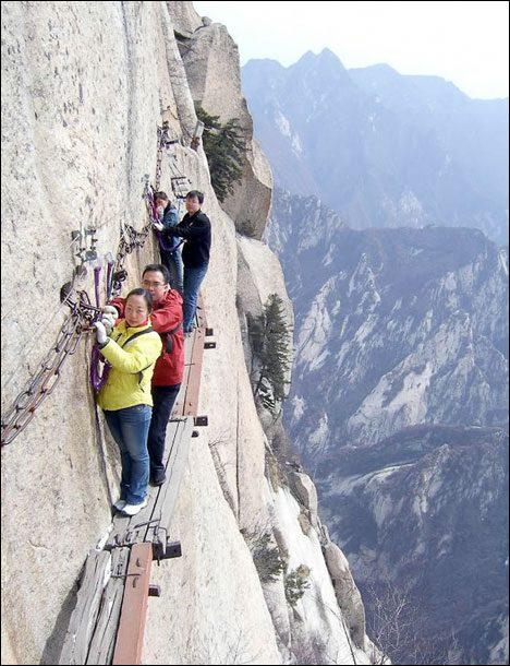 Dangerous Places Tourists mount-hua-shan-china