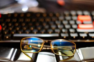 laptop okulary