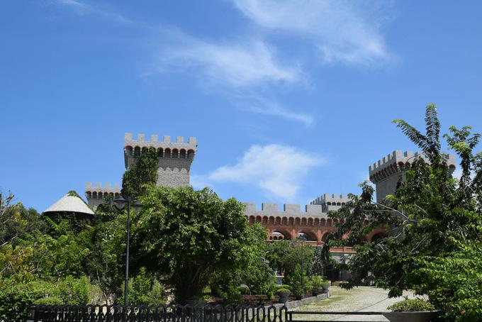 Lâu đài chứa hơn 20.000 chai rượu vang hút khách ở Phan Thiết