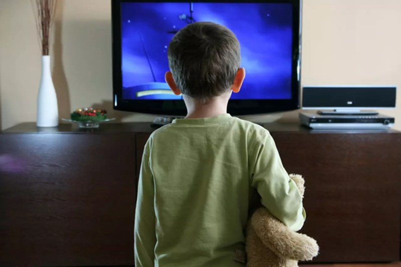 نتيجة بحث الصور عن امنع أطفالك تحت الثانية من التلفاز