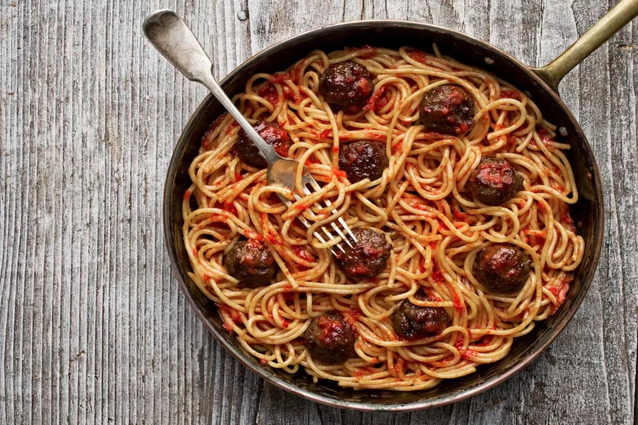 Carbonara spaghetti e pizza ecco come il mondo uccide la cucina italiana