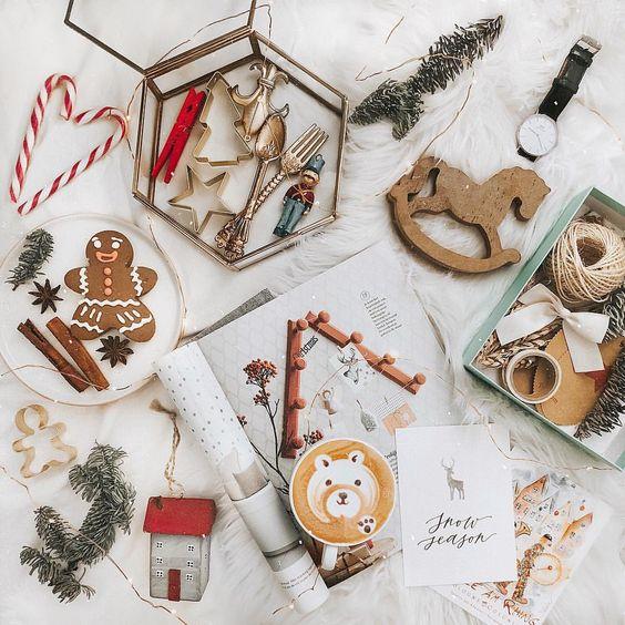 Flatlay Фотограф Челны в Instagram: «Ну все, решила начать расчехлять новогодний декор! Снег обещают уже вот-вот, так что самое то♥️ А еще хочу на днях приготовить имбирное…»