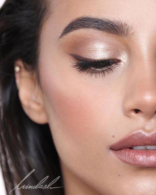 Brown eyeliner can create a more natural eye in minimal makeup looks. #browneyeliner #naturalmakeup #minimalmakeup #earthtones