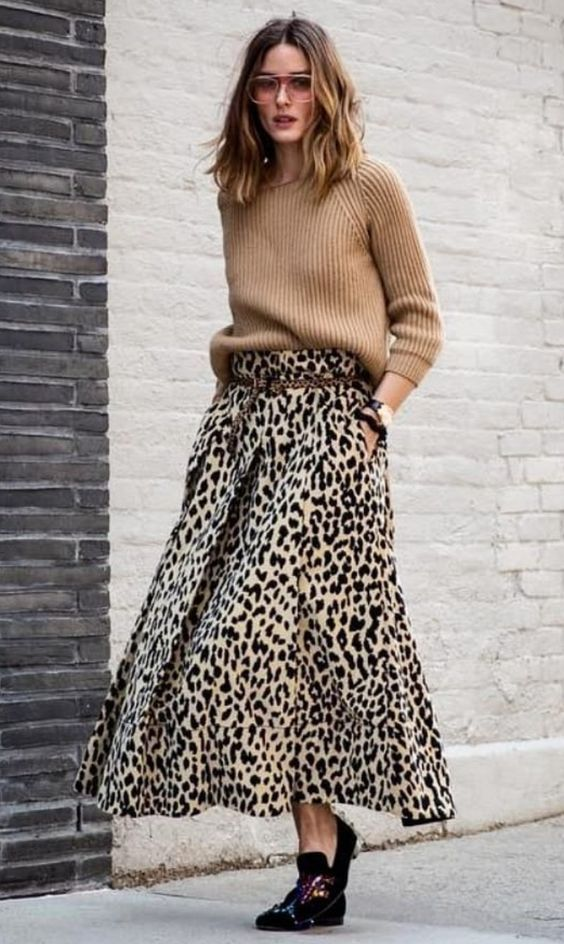 #Leopardlongskirt #Beigeturtleneck #comfyknit #velvetflatshoes #Fallstyle #outfit #Fashiontrends #streetstyle #womenswear #styleinspiration #Blogger #OliviaPalermo