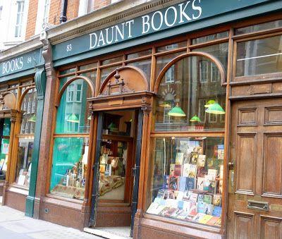Londres al norte de Oxford Street en el barrio de Marylebone encontramos Daunt Books una impresionante y elegante librería.